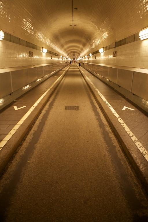 Tunel, a iznad njega mnogo vode